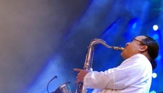 Hơn 20.000 khán giả Huế đội mưa nghe nhạc Trịnh
