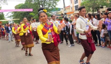 Người dân hào hứng với lễ hội đường phố ở Festival Huế 2018