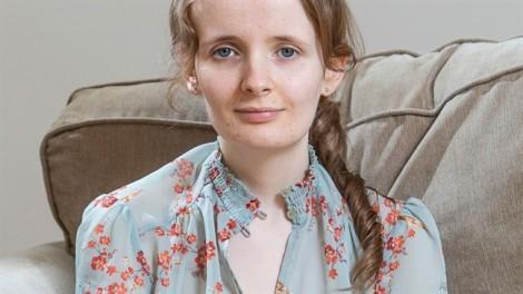 Bệnh lạ khiến cô gái nôn mửa 30 lần mỗi ngày