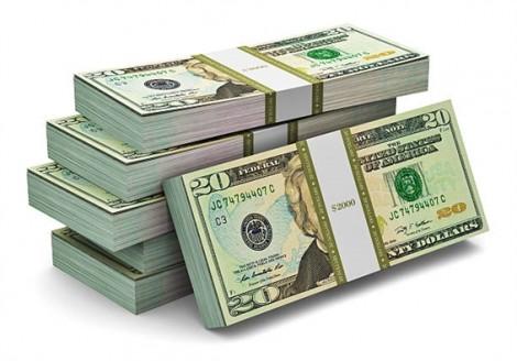 Giao thông náo loạn vì 600.000 USD tiền giấy bay đầy đường