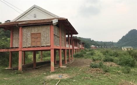 Người Đan Lai vẫn chưa có nhà vì khu tái định cư xây gần xong thì... bỏ hoang