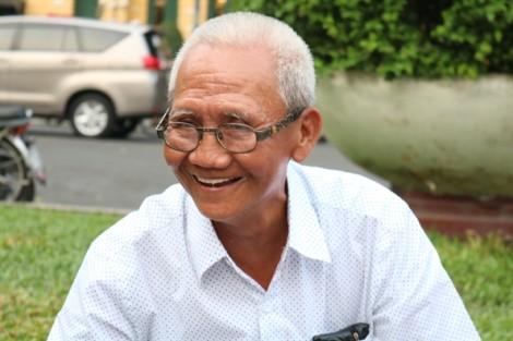 Giữa Sài Gòn náo nhiệt có cụ ông ngồi bán 'vé về tuổi thơ'