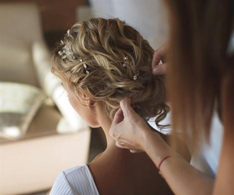 Những kiểu tóc dành cho cô dâu độc đáo năm 2018