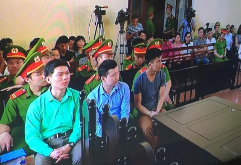 Hoãn xử bác sĩ Hoàng Công Lương vụ 8 bệnh nhân chạy thận tử vong ở Hòa Bình