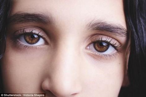 Vì sao phụ nữ có màu mắt nhung hay buồn vẩn vơ?