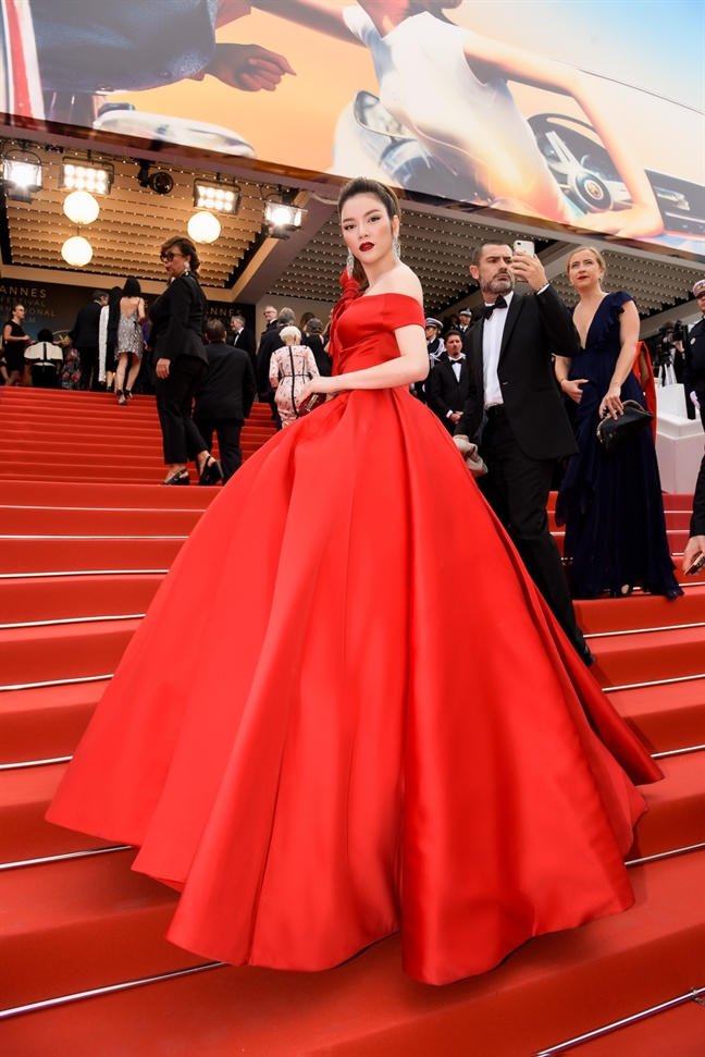 Ly Nha Ky xuat hien tren tham do Cannes 2018 truoc tin don cam xuat canh