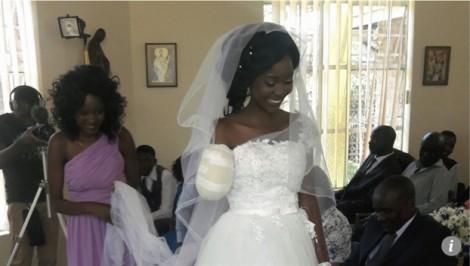 Bị cá sấu cắn mất một tay, cô dâu vẫn rạng rỡ trong ngày cưới