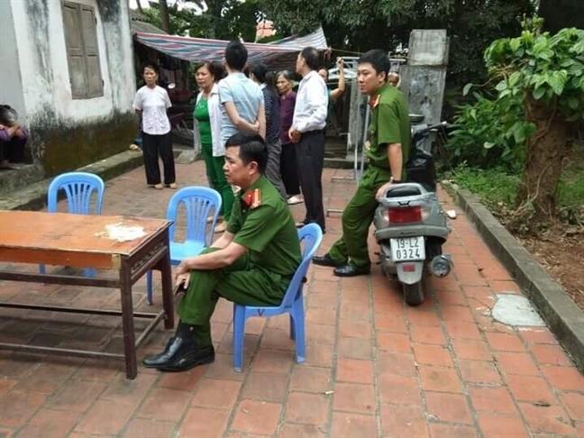 Di xuat khau lao dong ve, nguoi vo bi chong chem man ro