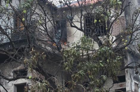 Cụ bà 80 tuổi mắc kẹt trong ngôi nhà 3 tầng cháy ngùn ngụt