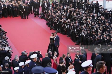 BTC ban lệnh cấm, khách mời vẫn selfie trên thảm đỏ Cannes 2018