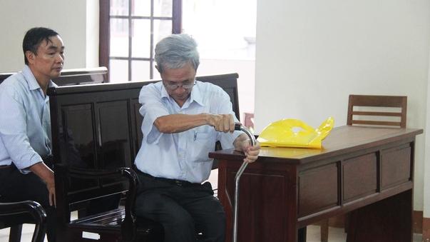Nguyen Khac Thuy duoc huong an treo vi toi dam o hang loat tre em la qua nhe