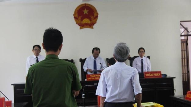 Nguyen Khac Thuy khang cao toi dam o hang loat tre em, doi kien nguoi to cao