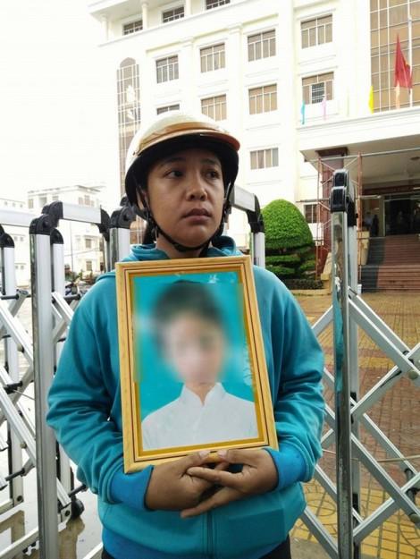 18 tháng tù treo cho tội dâm ô với trẻ em: Cần bao nhiêu nạn nhân nữa?
