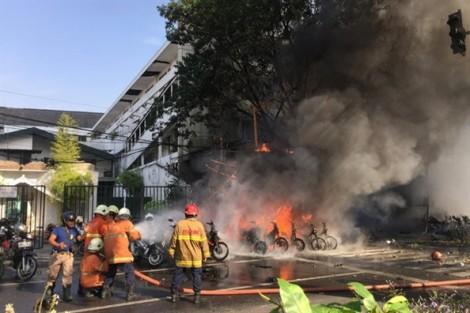 7 thành viên trong một gia đình đánh bom tự sát ở 3 nhà thờ Indonesia