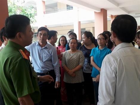 Vụ giáo viên treo băng rôn trong sân trường: Thất vọng và bất tín với Sở GD-ĐT đã lan rộng