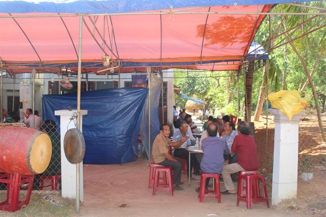 Gia dinh anh Nguyen Van Thoi: 'Biet con lam hiep si thi tu hao lam nhung khong noi ra'