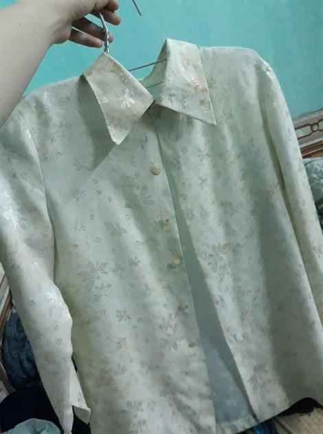 Xúc động câu chuyện chiếc áo cũ bao năm của mẹ chỉ dám diện lúc đi ăn cỗ