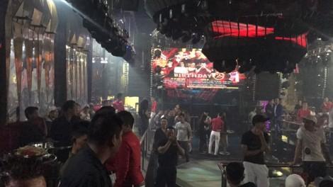 Phát hiện tiếp viên karaoke múa khiêu dâm để lấy tiền bo của khách nước ngoài