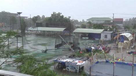 Lốc xoáy cuốn tốc mái 50 căn nhà ở An Giang