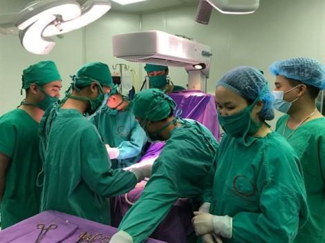 Trẻ 16 ngày tuổi ho nhiều, bất ngờ phát hiện khối u đè lệch tim, phổi