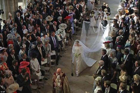 Cận cảnh chiếc váy cưới 6 tỷ đồng của tân công nương Meghan Markle
