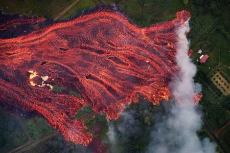 Hawaii: Sông dung nham cuồng nộ tìm đường ra biển