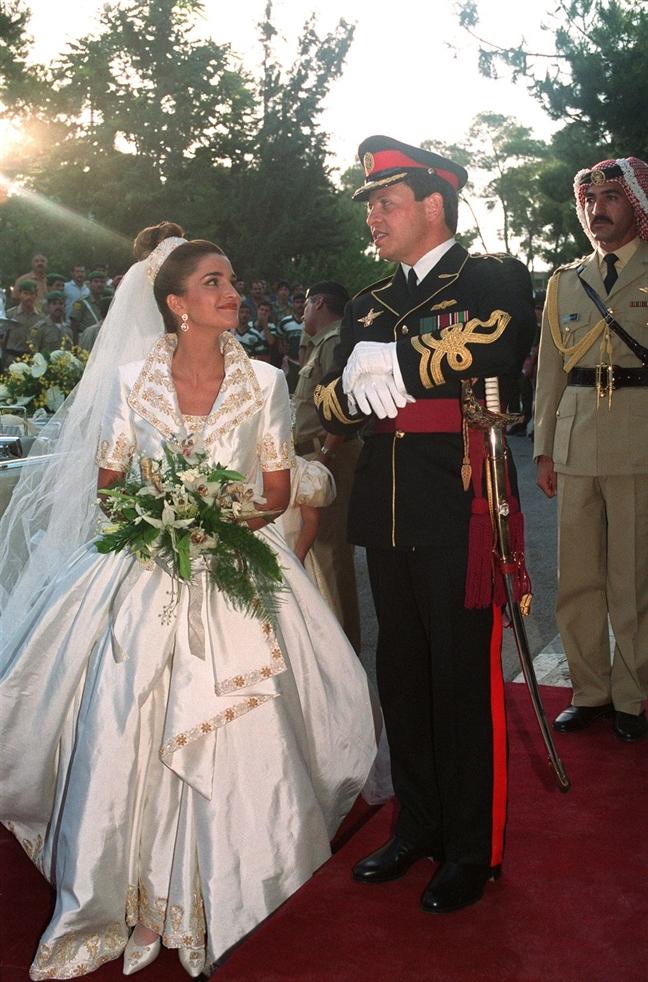 Nhũng chiéc váy cuói hoàng gia dẹp nhát lịch sủ