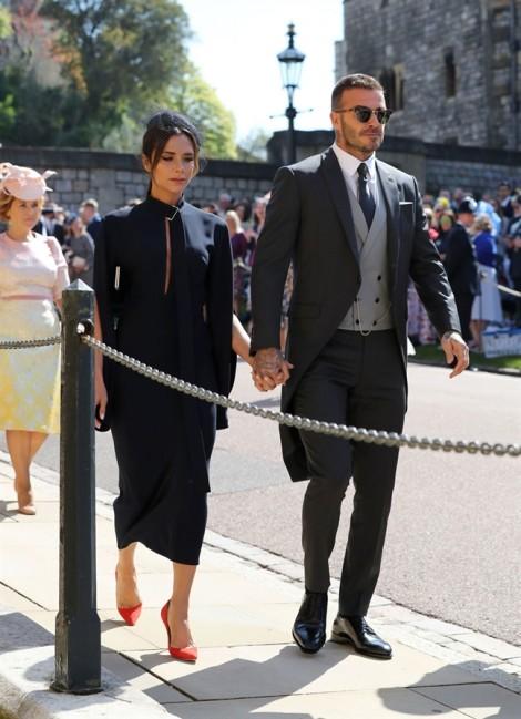 Vì sao dàn khách mời dự lễ cưới hoàng tử Harry phải đội mũ đi kèm trang phục?