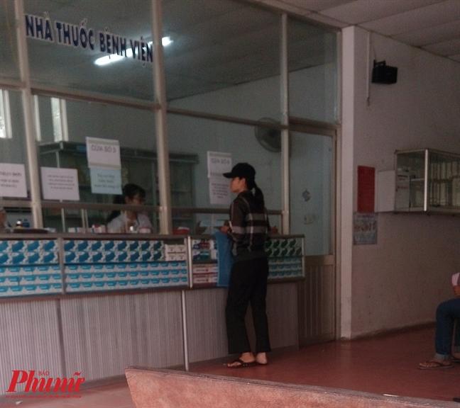 Bat 3 doi tuong hanh hung bac si o Dong Nai nghi do kiem tra thuoc het han