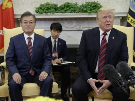 Tổng thống Trump bất ngờ đề nghị lùi thời gian cuộc gặp với ông Kim Jong Un