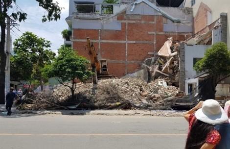 Sập nhà 2 tầng đang tháo dỡ ở Sài Gòn, một người tử vong