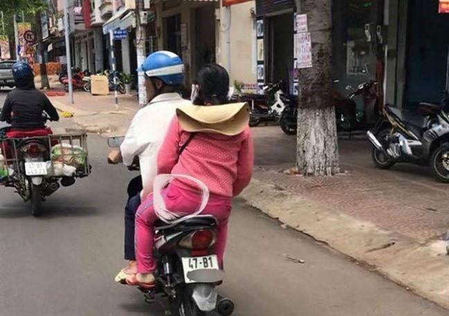 Thuc hu chuyen con trai bat qua tang bo va chi dau vao nha nghi giua trua