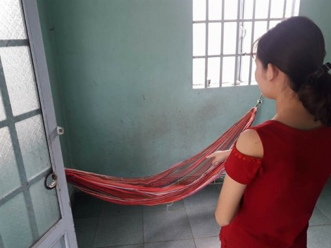 Nữ sinh lớp 9 tố bị Phó trưởng công an xã xông vào nhà sàm sỡ