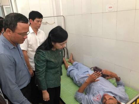 Chuyển hai nạn nhân trọng thương trong vụ lật tàu ở Thanh Hóa ra Hà Nội cấp cứu