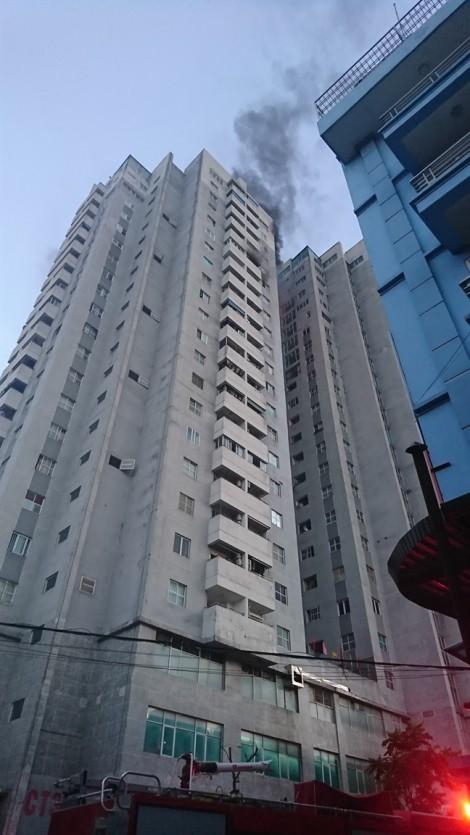 Cháy lớn chung cư ở Hà Nội, hàng trăm người hoảng loạn tháo chạy