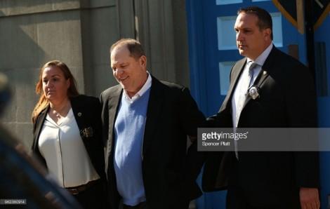 'Ông trùm' Harvey Weinstein chính thức bị bắt giam