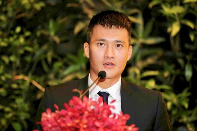 Bi 'nem da' ve noi dung tu truyen, Cong Vinh 'phan phao'