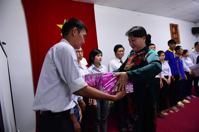 Chu tich Quoc hoi Nguyen Thi Kim Ngan tham cong ty co phan Ba Huan