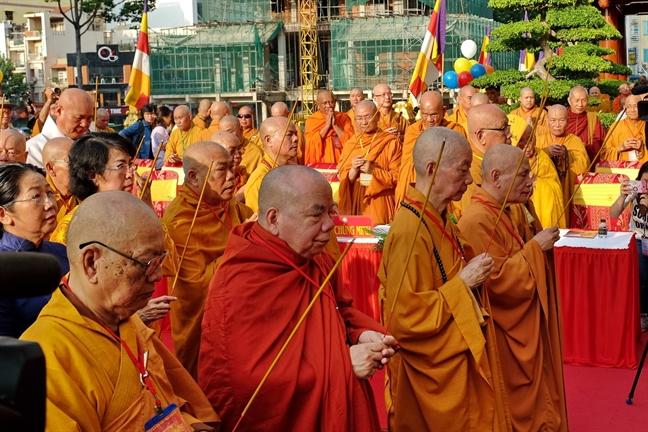 Dai le Phat dan Phat lich 2562: Dao phap mai sang ngoi trong long dan toc