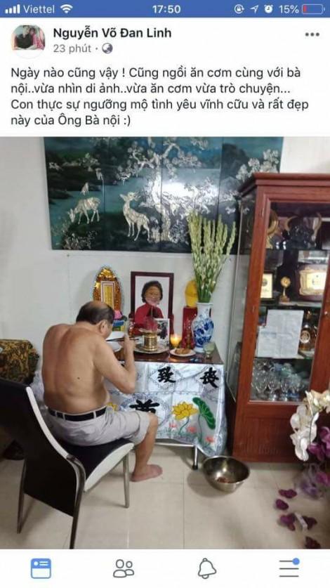 Bức ảnh ông nội vừa ăn cơm vừa nhìn di ảnh bà nội làm nhiều người rơi nước mắt