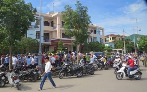 Gần một giờ nghẹt thở giải cứu cô gái bị kẻ ngáo đá dùng dao nhọn khống chế ở Huế