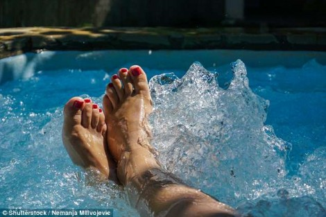 Tại sao phụ nữ thừa cân nên tắm nước nóng?