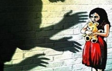 Tổ trưởng tổ dân phố bị tố dâm ô bé gái 12 tuổi
