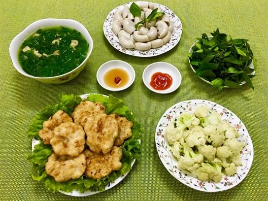 Nguoi phu nu ay gui yeu thuong trong tung bua com, goi hanh phuc cua chong con lam niem vui