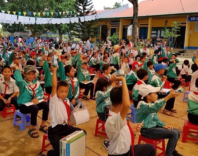 Hon 16.000 ly sua cho tre em nhan Ngay sua the gioi 2018
