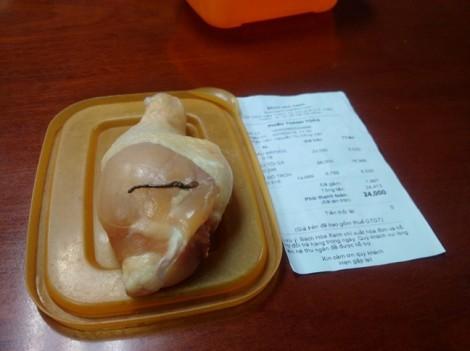 Lùm xùm vụ khách hàng tố Bách Hóa Xanh bán đùi gà có giun