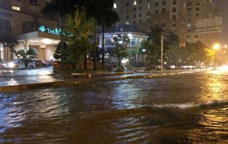 Đường Nguyễn Hữu Cảnh ngập như sông do 'siêu máy bơm' bị phá hoại?