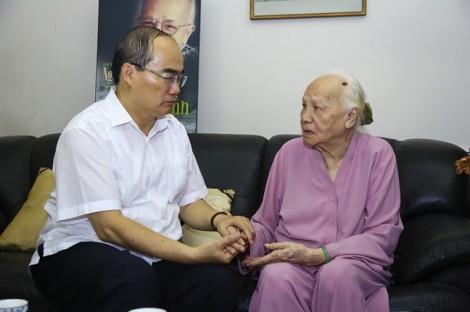 Bí thư Thành ủy Nguyễn Thiện Nhân thăm và chúc thọ các cụ cao tuổi tiêu biểu