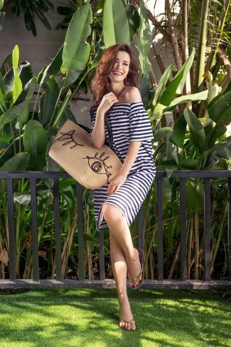 Vào hè, Đông Nhi gợi ý 7 bộ cánh đi biển nữ tính, quyến rũ
