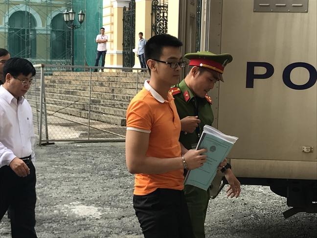 Nhom khung bo dat bom tai san bay Tan Son Nhat keu oan bat thanh?
